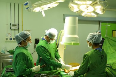 best Orthopaedic surgeon in jalandhar is doing operation