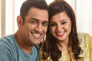 Wife Sakshi writes an emotional post on Dhoni's retirement